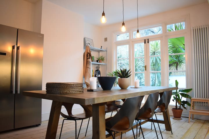 Tranquil Two Bedroom Townhouse in Clapton
