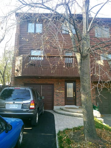Comfortable city townhouse with cottage feel. - Ottawa - Rivitalo