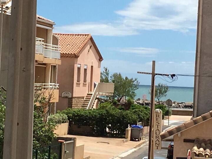 Appartement tout confort 1er étage 100m plage
