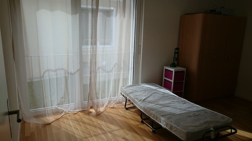 Simple but nice room - Lengnau - Pis