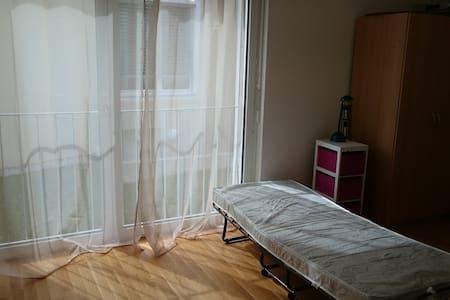 Simple but nice room - Lengnau - Apartamento