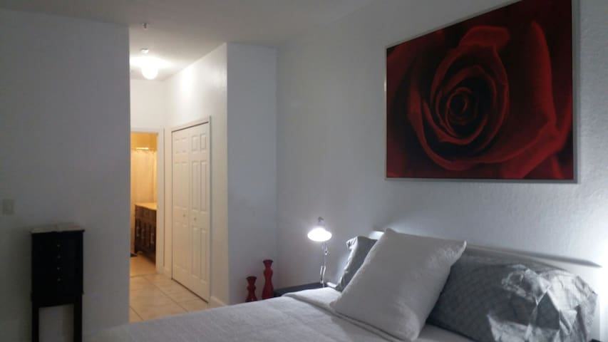 Cozy apartment close to all