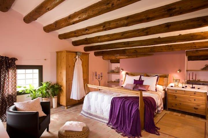Suite en masía de Finca Ecológica - Vilanant - Butikhotel