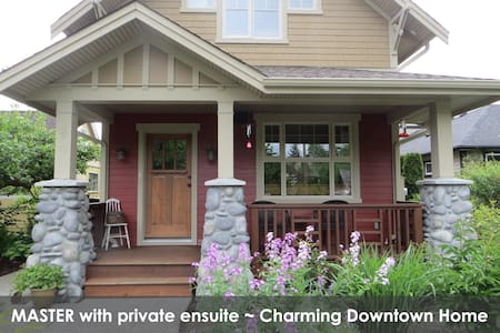Master Bdr ~ Charming Downtown Home - Courtenay - Dom
