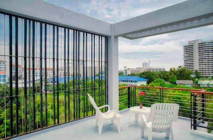Beautiful Deluxe condo with big balcony with quiet view
