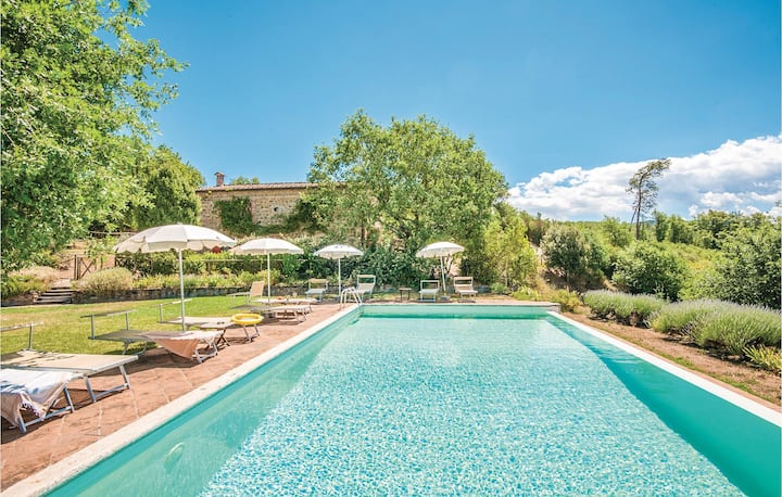 Amazing home in Rapolano Terme SI with Outdoor swimming pool, 4 Bedrooms and Outdoor swimming pool