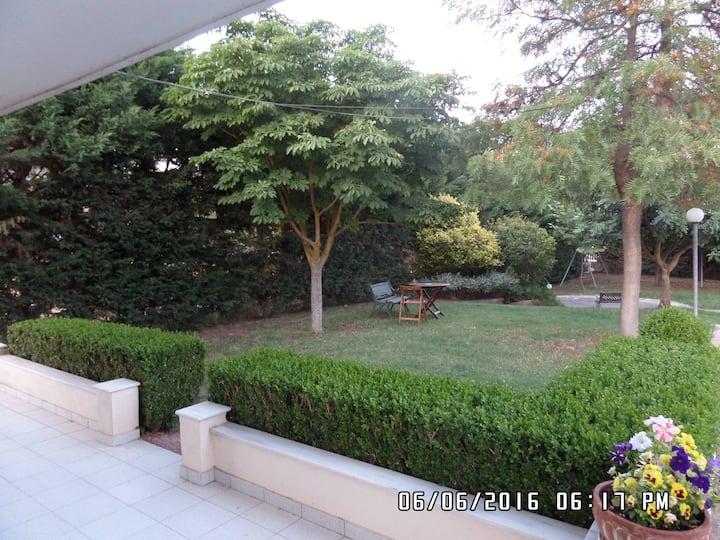 Διαμέρισμα με κήπο στο Αλιβέρι κοντά στη θάλασσα
