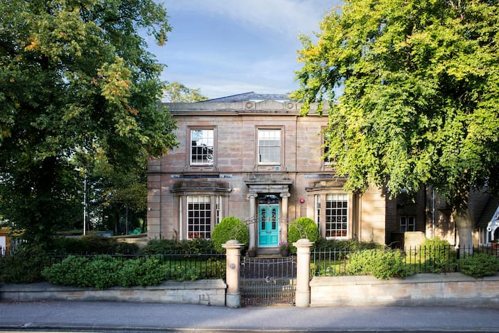 5* Norfolk House Hen Party Mansion near Leeds - Huddersfield - House