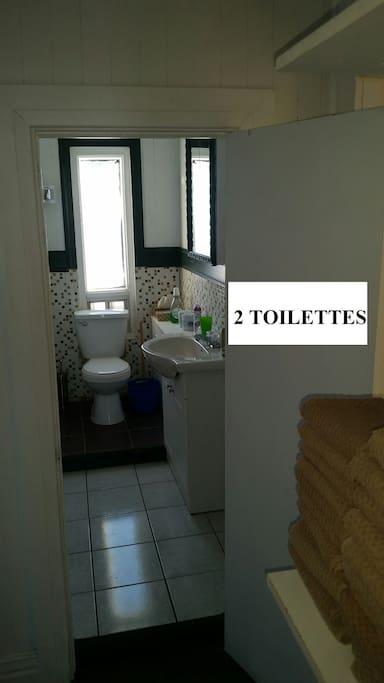 2 TOILETTES