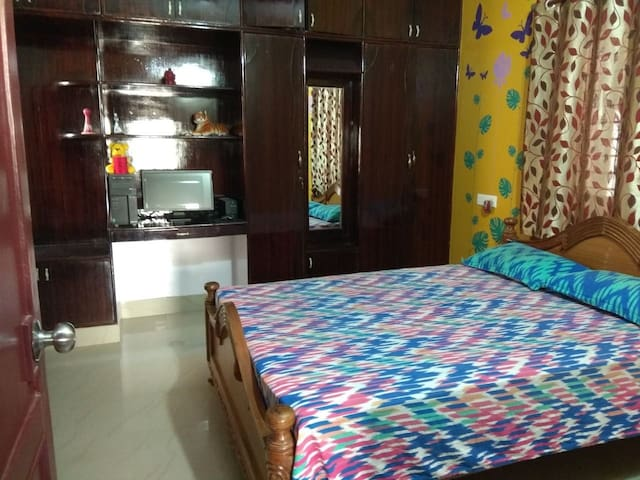 Spacious room with basic amenities on first floor