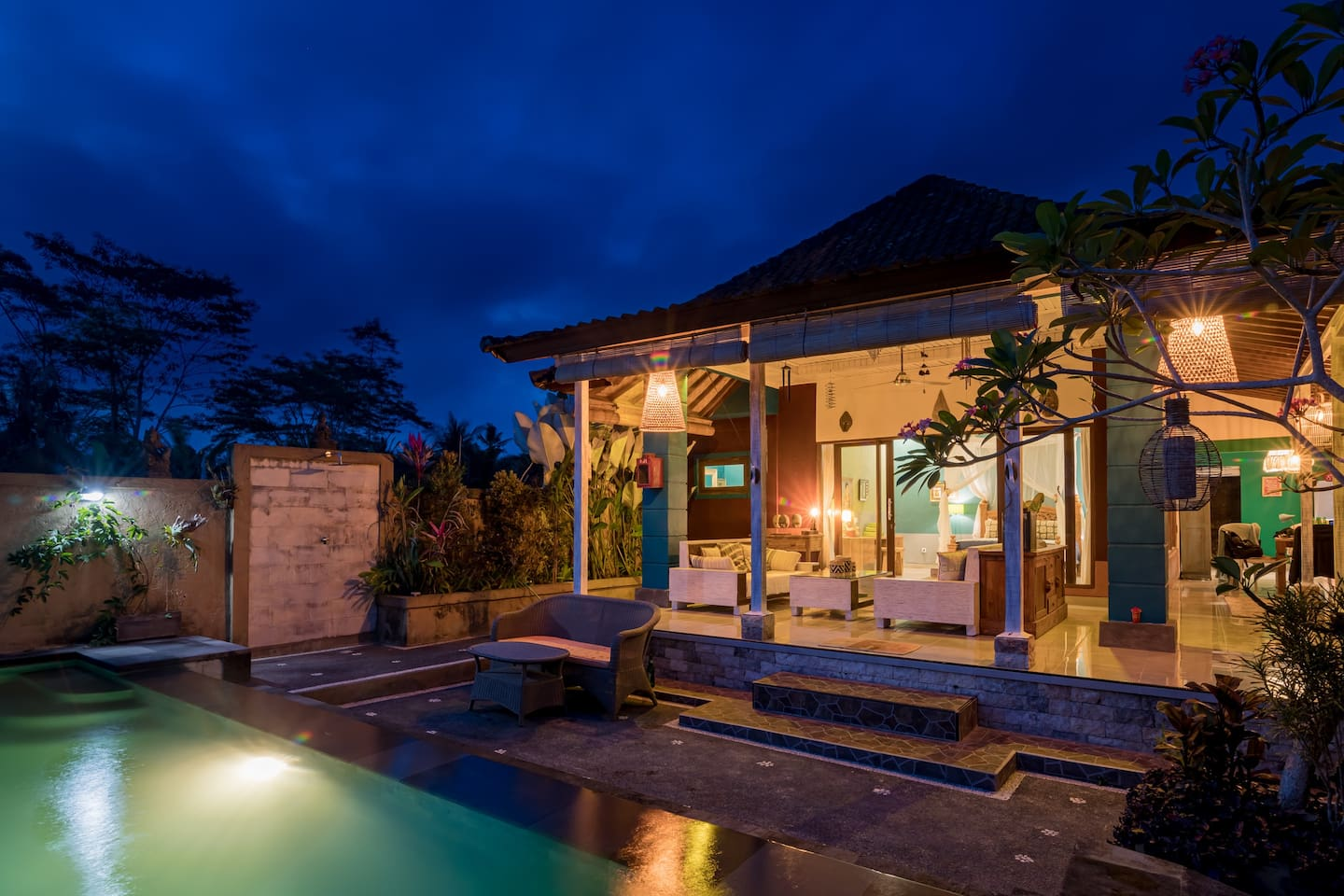 The house have a very nice vibe in the evening