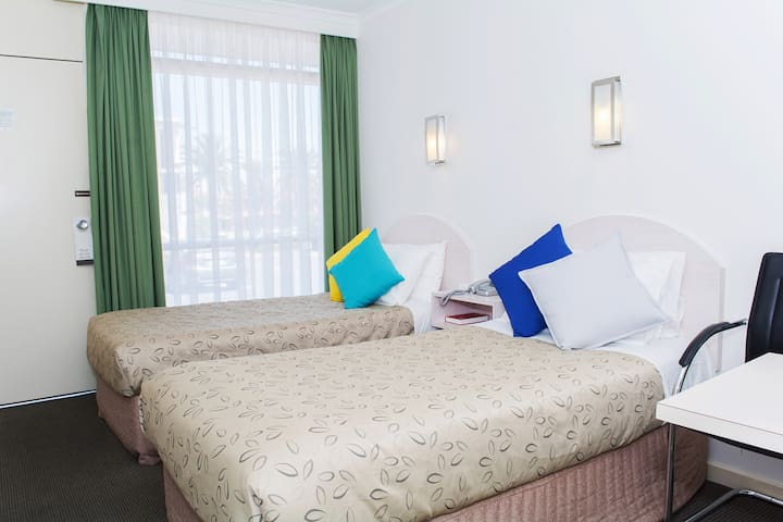 Twin room for 2 Near CBD&Airport Free WiFi&Parking