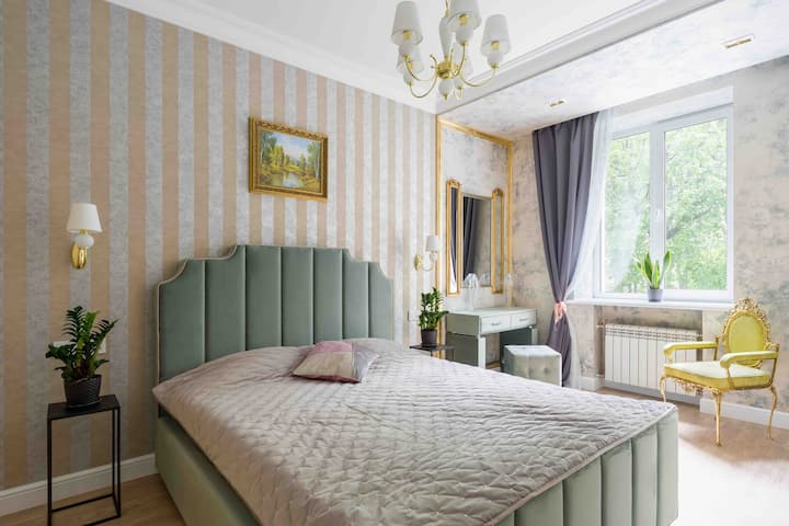 NEW 5*-Charming apt near Pobeda square in downtown