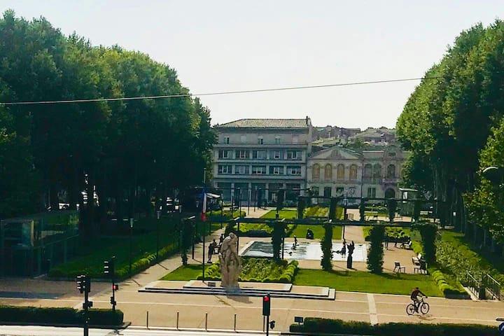 Vue du salon côté droit ( square Gambetta)