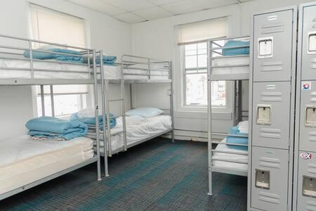 Surf City Hostel '6 Bed Dorm' Ensuite