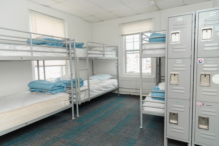 Surf City Hostel '6 Bed Dorm' Ensuite