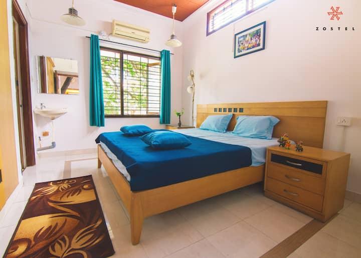 Deluxe Private room with Bathtub in Mysore