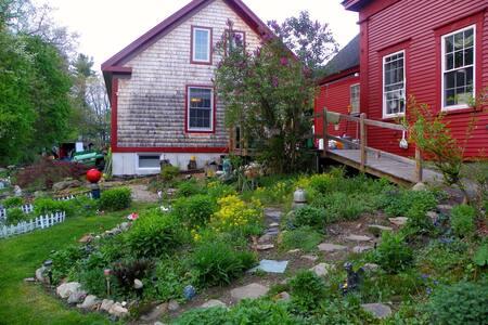 Ladybug Manor /a post n beam style house! Plz read
