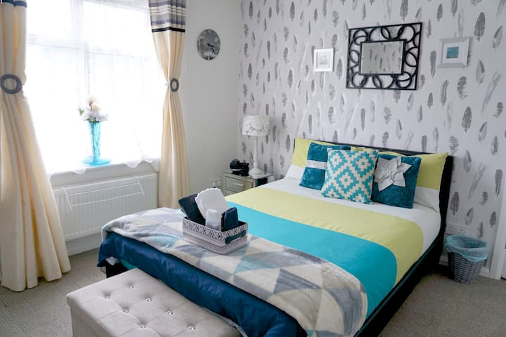 2 LOVELY Rooms NEAR Xcel O2 StratfordFREE PARKING