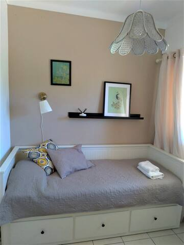 Bedroom with SINGLE or double bed (1)