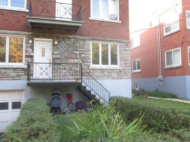 Upper duplex in urban Montreal - Montreal - Apartment