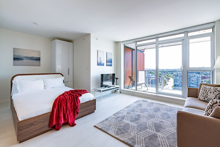 Captivating Studio w/ View in Convenient Vancouver