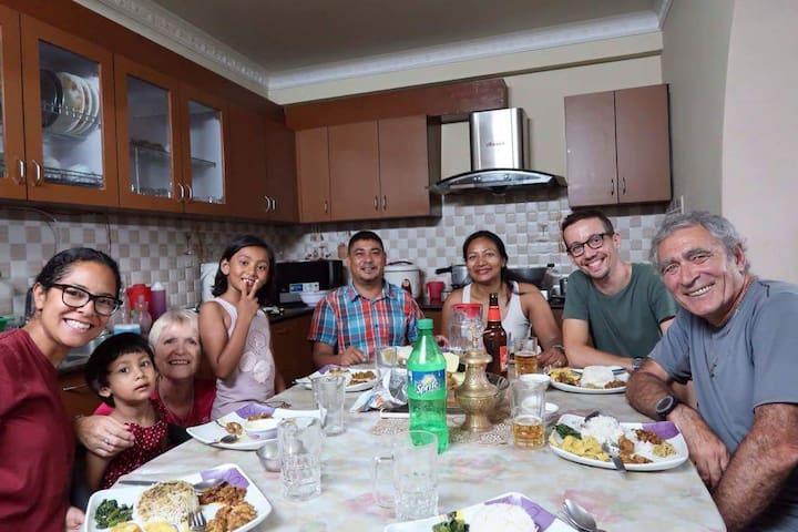 Shine Homestay Family English/français room1