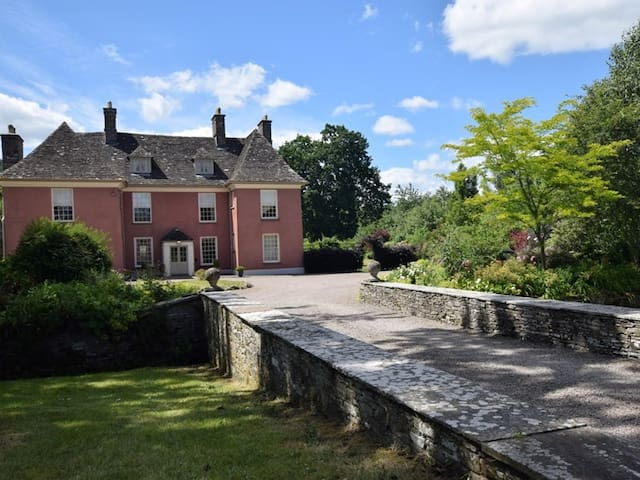Stunning country house next to Brecon Beacons