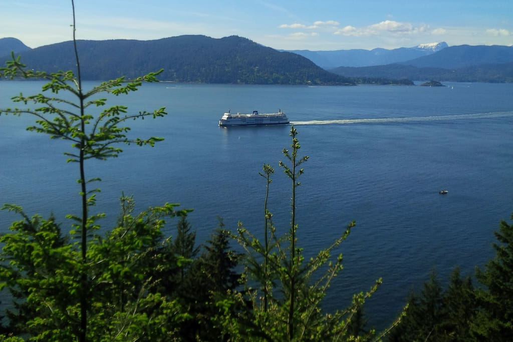 Ferry arriving to Horseshoe Bay