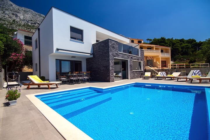 Villa Soriano with heated pool & sea view, 130m from sea, 8 persons max