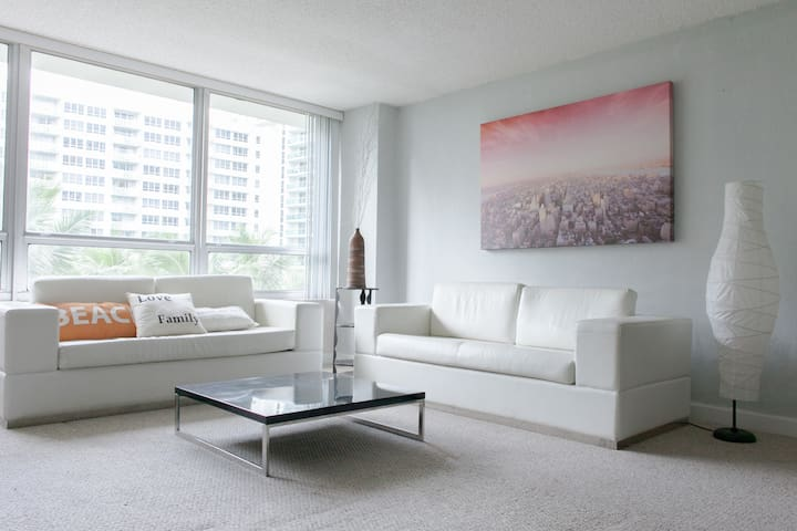 Flamingo South Beach 1 Bedroom Apartment