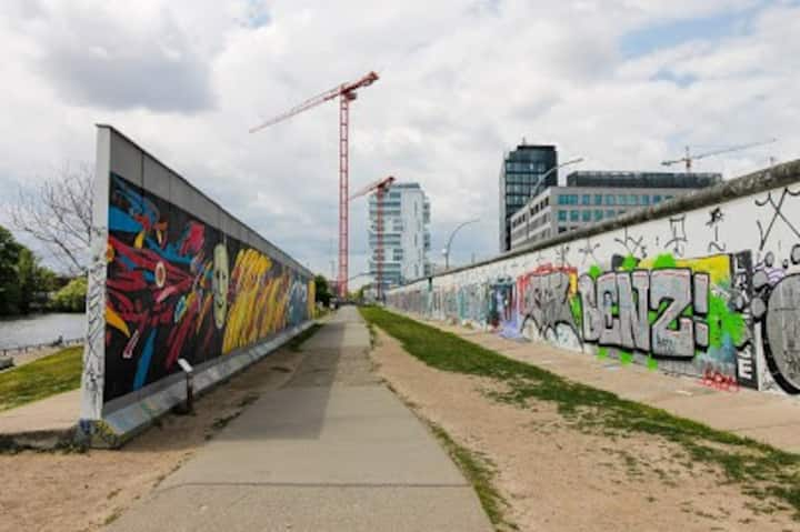 Center of Berlin, East Side Gallery, Ostbanhof