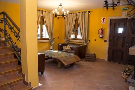 Casa Rural De Felipe para 16 y a 40 min de Madrid