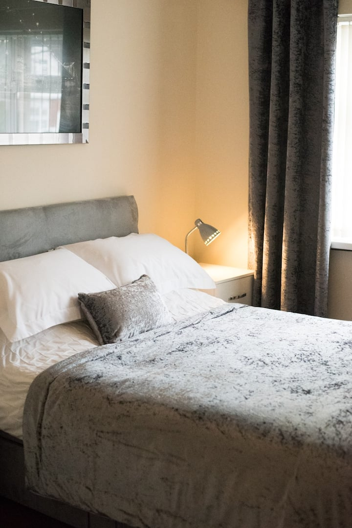 Modern apartment, Minutes from NEC/BHX Airport