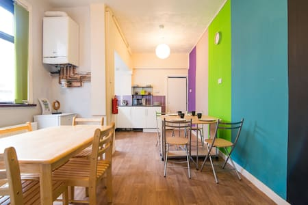 Lovely Double Room in Birchfields Guest House - Manchester