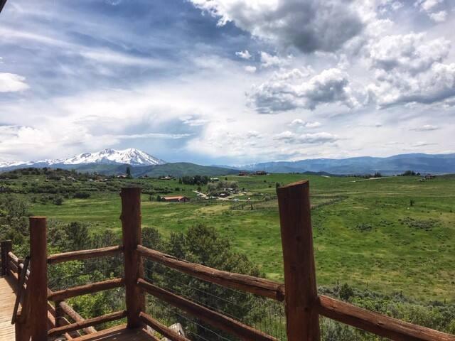 Sunny Studio - Mountain Getaway