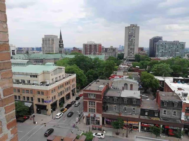 Extraordinary View of St Catherine street Downtown