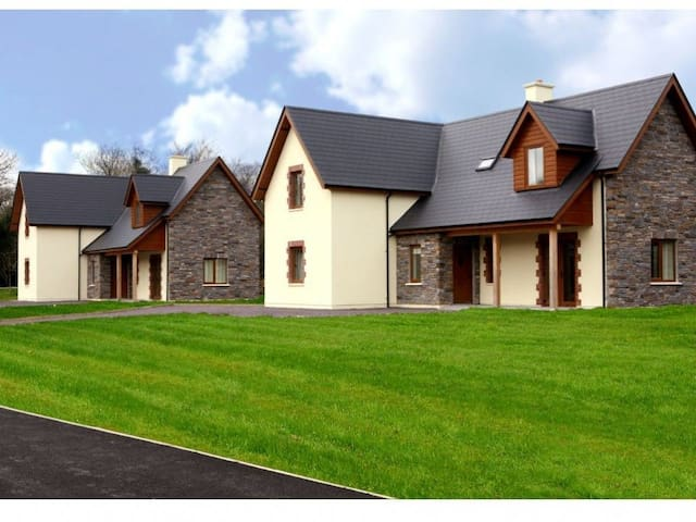 Ardnagashel Woods Holiday Homes, Ardnagashel, Co.Cork - Type A - 4 Bed - Sleeps 8