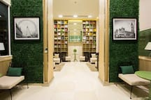 ห้องสมุด (Library with free Wifi)