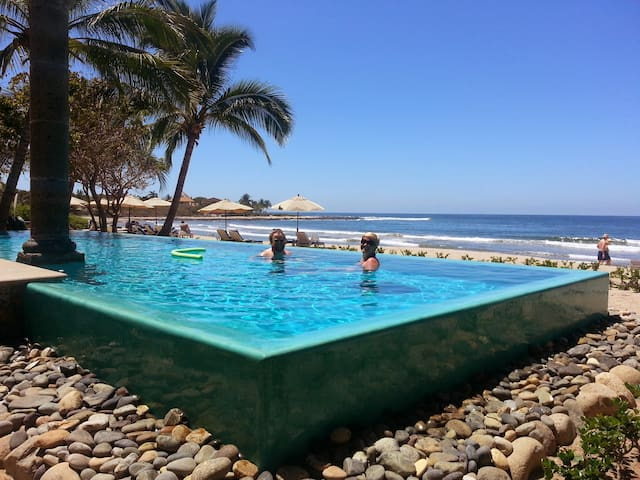 Eden's Casual Quarters-Troncones Beach & Pool incl