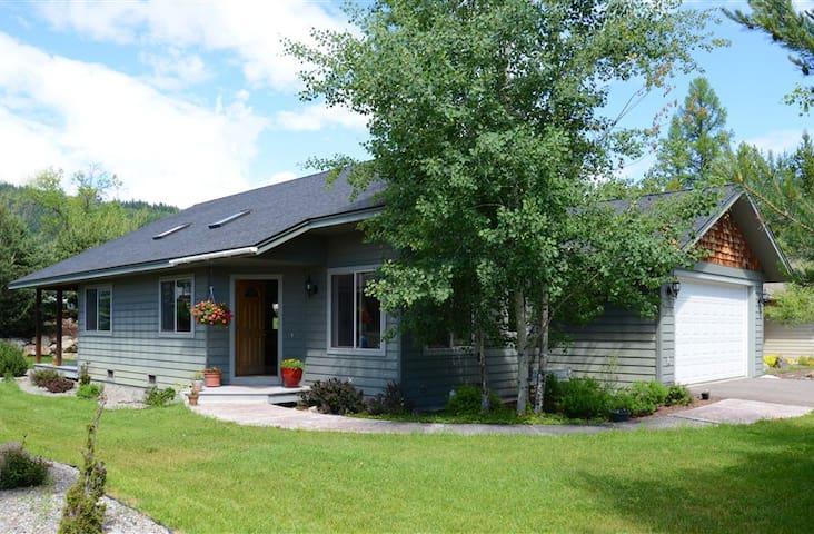 Comfortable home near downtown Whitefish - Whitefish - House