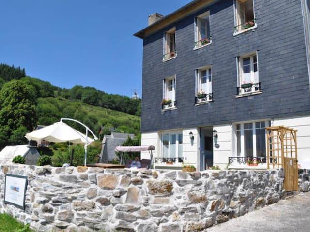 Grande maison entre La Bourboule et le Mont-Dore - Murat-le-Quaire