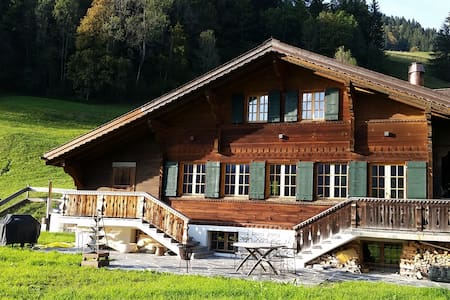 Luxurious Chalet with Hot Tub right next to Gstaad - Saanen - Hus