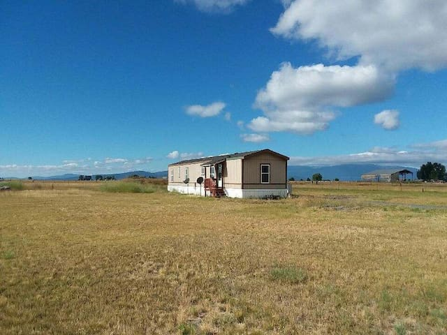 Crater Lake, Chiloquin, house in the country