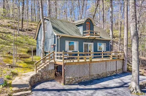 Cozy 2 bedroom home sitting across from the beautiful Lake Malone. Easily sleeps 6 and less then a mile from Shady Cliff Restaurant and Marina.