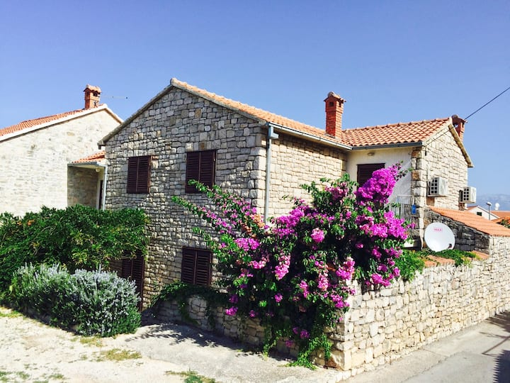 Apt for 4+2 persons with WLAN in Supetar R45060