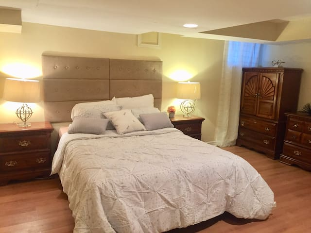 Gorgeous Room in Large Oshawa Home!!!!