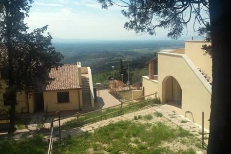 Appartamento sulle colline toscane - Riparbella