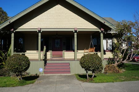 NEW LISTING! Charming 3BD/1BA Home in Eureka - Eureka - Casa