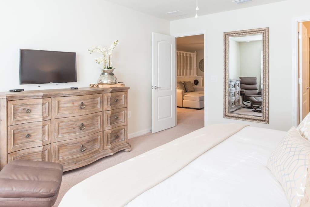 Bedroom 3 (Master Suite - upstairs)